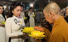Thắp nến nguyện cầu 'Hướng về nỗi đau miền Trung'