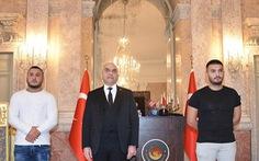 2 võ sĩ MMA được tôn vinh 'người hùng của Vienna' vì vượt qua 'cơn mưa đạn' để cứu người