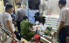 Phát hiện hàng trăm ký bột ngọt Trung Quốc giả dạng Ajinomoto ở quận 8