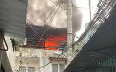 Cháy nhà trong hẻm ở quận 6, nhiều người chạy thục mạng
