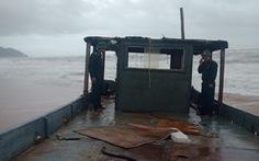 Lại phát hiện thuyền lạ không người dạt vào bờ biển Thừa Thiên Huế