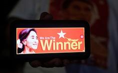 Đảng của bà San Suu Kyi tuyên bố chiến thắng, chờ xem quân đội làm gì