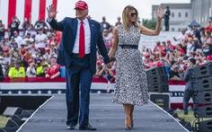 Bà Melania 'sửa lưng' Đài CNN vì đưa 'fake news'