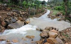 Sạt lở nguy hiểm ở Nha Trang sau mưa lớn
