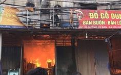 10 xưởng gỗ rộng gần 1000m2 bị lửa thiêu rụi