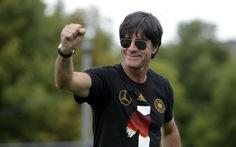 CĐV Đức nổi giận vì phải 'chịu đựng' HLV Loew