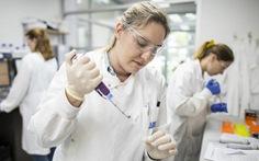 Úc loại ứng viên vắc xin COVID-19 do gây dương tính giả trong xét nghiệm HIV