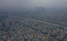 Ô nhiễm không khí, bầu trời TP.HCM mù mờ cả ngày