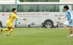 Tuyển Việt Nam đổi lịch tập, Quang Hải tập riêng với bóng tennis