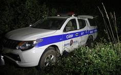 Tài xế say rượu, húc xe cảnh sát giao thông văng ra vệ đường