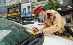 Bị dán thông báo phạt nguội trên kính, nhiều chủ ôtô ngỡ ngàng