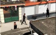 Xe rác thải bị chặn, đội bảo vệ công ty vây nhà dân đòi 'tính sổ'