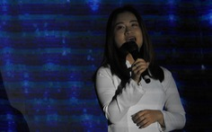 Con gái liệt sĩ Rào Trăng Phạm Văn Hưởng nghẹn ngào hát Bài ca hy vọng