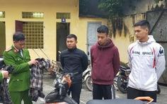 Xác định 3 nghi phạm liên tục nửa đêm ném chất bẩn vào nhà phóng viên