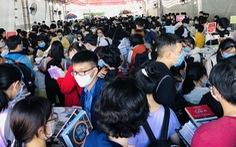 Giới trẻ TP.HCM chen chân mua sách 49.000 đồng/kg