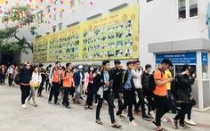 Hơn 60.000 sinh viên nghỉ học vì nam tiếp viên và giáo viên tiếng Anh nhiễm COVID-19