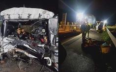 Đâm vào đuôi xe đầu kéo trên cao tốc, tài xế và phụ xe tải tử vong