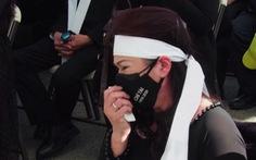 Phương Loan khóc ngất tại lễ an táng nghệ sĩ Chí Tài ở Mỹ