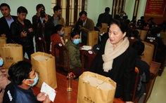 Chủ tịch Quốc hội thăm, tặng quà người dân vùng sạt lở Quảng Nam