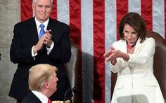Bà Nancy Pelosi đòi 'túm tóc' ông Trump lôi ra khỏi Nhà Trắng