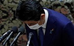 Ông Abe phải xin lỗi vì cấp dưới đãi ăn người ủng hộ ông