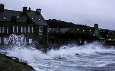 Hơn 30.000 hộ gia đình bị mất điện trong giá lạnh vì bão mùa đông ở Pháp
