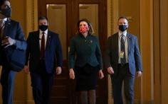 Hạ viện Mỹ 'thuận' Trump về tăng hỗ trợ COVID-19, 'chống' Trump về chi tiêu quốc phòng