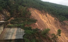 Sạt lở khoảng 5.000m3 đất gần đập thủy điện Hương Điền