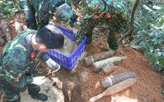 Đào móng làm nhà phát hiện 2 tấn bom mìn