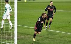 Không thắng nổi Elche, Real Madrid tụt lại so với Atletico Madrid