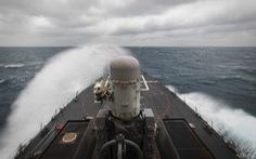 NÓNG: 2 tàu khu trục Mỹ mang tên lửa dẫn đường cùng tiến vào eo biển Đài Loan