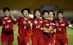 Thầy trò HLV Đoàn Thị Kim Chi chạm 1 tay vào Cúp vô địch bóng đá nữ quốc gia