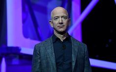 Tỉ phú Jeff Bezos khẳng định sẽ đưa người phụ nữ đầu tiên lên Mặt Trăng