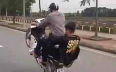 'Bốc đầu' xe máy rồi khoe trên Facebook, nam thanh niên bị phạt hơn 4 triệu đồng