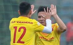 Quang Hải ăn mừng chiến thắng ở phần khởi động của tuyển Việt Nam