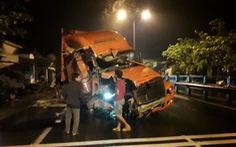 Xe container tông sập một nhà dân, hai nhà hư hỏng nặng