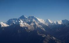 Đỉnh Everest cao thêm gần 1m