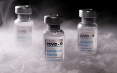 WHO lo giá máy bay cao ngất ngưởng khi bắt đầu vận chuyển vắc xin