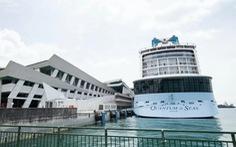 Gần 3.000 người mắc kẹt trên du thuyền vì một cụ ông dương tính với corona
