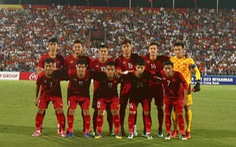 Đội tuyển Việt Nam và U22 đá giao hữu trên sân Việt Trì