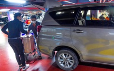 Trước Tết, khách sẽ không phải leo lầu Tân Sơn Nhất đón xe công nghệ nữa