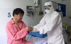 Chiều nay 12-2, hai cha con bệnh nhân Trung Quốc ở Bệnh viện Chợ Rẫy xuất viện