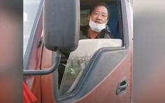 Video: Tài xế Trung Quốc kiệt sức trên đường về nhà vì virus corona