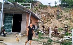 Nạn nhân vụ sạt lở núi Cô Tiên chưa được tái định cư lại bị buộc dỡ nhà tạm