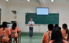 Sinh viên Pháp đến Việt Nam dạy toán