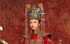 Trở lại màn ảnh nhỏ sau 12 năm vắng bóng, Thang Duy hóa hoàng hậu 'Quyền lực vương triều'