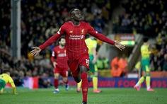 Mane hạ gục Norwich, Liverpool bỏ xa Manchester City 25 điểm