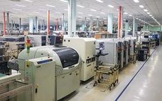 Chờ tăng công suất hoặc giảm nhân công để vượt qua COVID-19