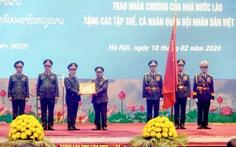 Trao huân chương của Chủ tịch nước Việt Nam cho bộ trưởng Bộ Quốc phòng Lào