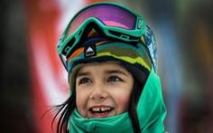 Bé gái 6 tuổi đã là tay trượt tuyết cự phách